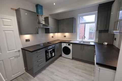 2 bedroom apartment to rent - Chesterfield Road, Woodseats, Sheffield, S8 0SQ