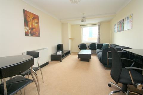 2 bedroom flat to rent - Tilley Road, FELTHAM
