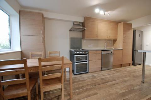 2 bedroom flat to rent - Manor Court Road, Hanwell, London, W7 3HD