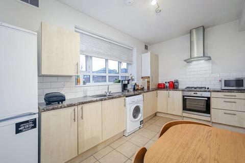 2 bedroom flat to rent - Hemans Street, London SW8