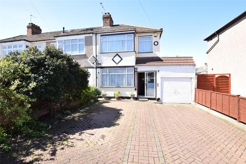 3 bedroom end of terrace house to rent - Martin Drive, Rainham