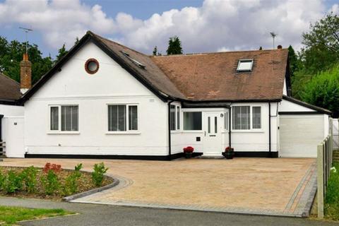 4 bedroom detached house for sale - Waterer Gardens, Tadworth, Surrey