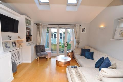 2 bedroom end of terrace house for sale - Lionfield Terrace, Chelmsford, Chelmsford, CM1