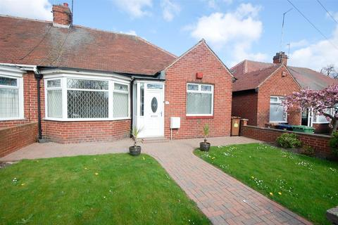 2 bedroom semi-detached bungalow to rent - Winalot Avenue, Sunderland
