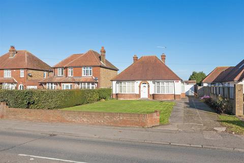 2 bedroom detached bungalow for sale - The Street, Bapchild, Sittingbourne