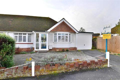 2 bedroom bungalow for sale - Greentrees Avenue, Tonbridge, Kent