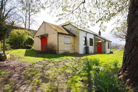 2 bedroom detached house to rent - Detached character home in The Chutes with parking and gardens