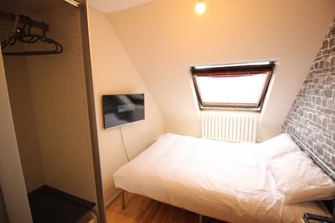 3 bedroom house share to rent - Rotterdam Drive, Sales, E14