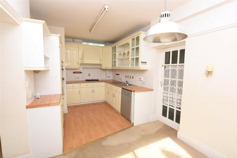 3 bedroom semi-detached house to rent - Victoria Avenue, Halesowen, West Midlands, B62