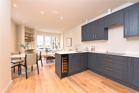3 bedroom end of terrace house for sale - Brookwood Road, London, SW18
