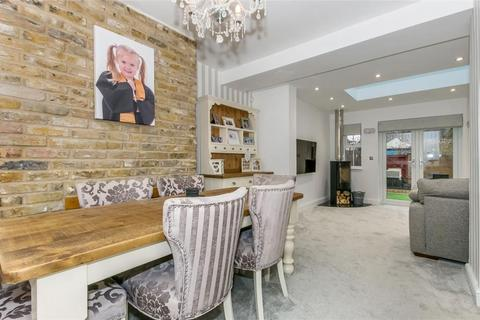 4 bedroom end of terrace house for sale - Fleet Road, Dartford, Kent, DA2 6JE