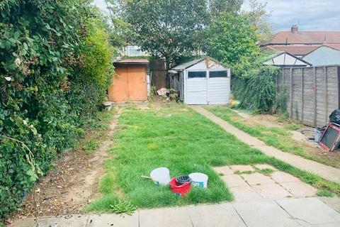 4 bedroom semi-detached house to rent - Waltham Avenue, Hayes, Middlesex, UB3