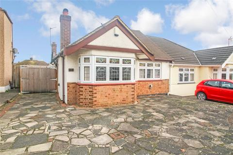 3 bedroom semi-detached bungalow for sale - Alma Avenue, Hornchurch, RM12