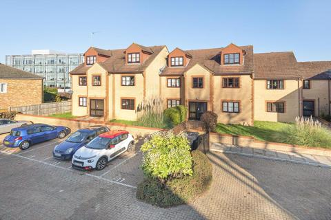 2 bedroom flat for sale - Staines Upon Thames, Surrey, TW18