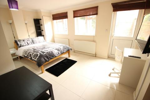 3 bedroom house share to rent - East Ferry Road, London, E14