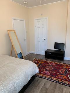 Studio to rent - Westway Close, Raynes Park , London SW20