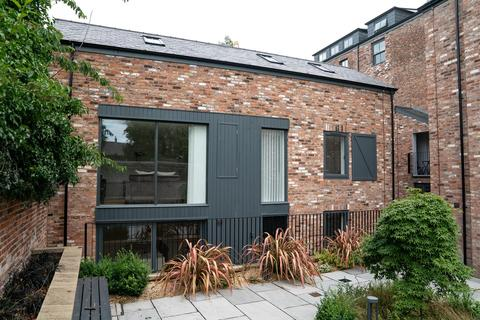 3 bedroom coach house for sale - Green Walk, Bowdon