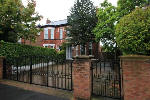 5 bedroom semi-detached house for sale - Barkers Lane, Sale