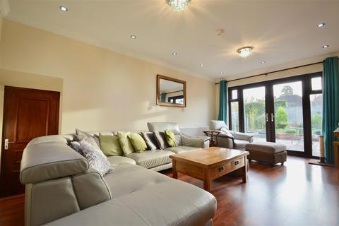 2 bedroom detached bungalow for sale - Deerhurst Close, Longfield