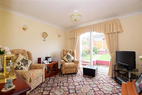 2 bedroom detached bungalow for sale - Beauchamps Drive, Wickford, Essex