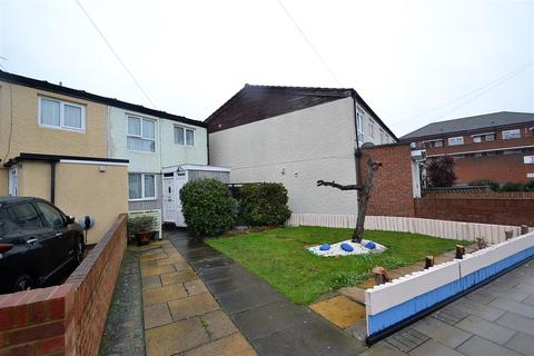 3 bedroom end of terrace house for sale - Bear Road, Hanworth