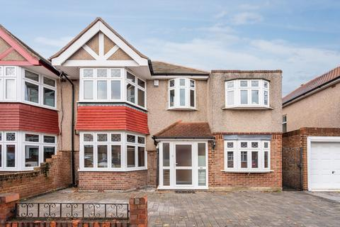 4 bedroom semi-detached house to rent - Montrose Avenue, Whitton TW2