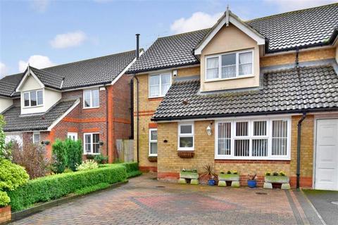 3 bedroom semi-detached house for sale - Skylark Way, Park Farm, Ashford, Kent