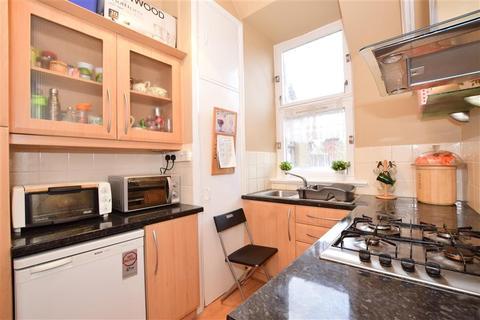 1 bedroom flat for sale - Brading Crescent, Wanstead