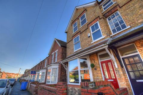 3 bedroom semi-detached house for sale - Brookland Road, Bridlington, East Yorkshire, YO164HA