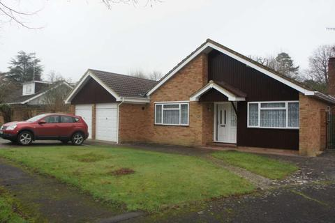 3 bedroom detached bungalow to rent - Knowle Drive, Copthorne, Crawley