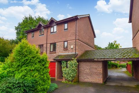 3 bedroom townhouse for sale - Littlebrook Avenue, Slough, SL2