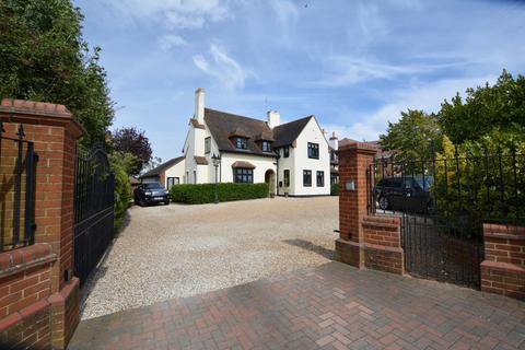 6 bedroom detached house for sale - Shepherds Hill, Harold Wood RM3