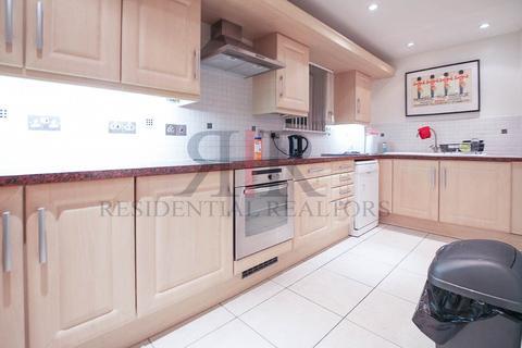 2 bedroom flat to rent - Lytham Street, London, SE17