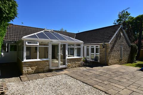 3 bedroom detached bungalow to rent - The Old Barn, Cirencester