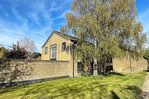 3 bedroom semi-detached house for sale - Bush Hall Farm, Threshers Bush, Harlow, Essex