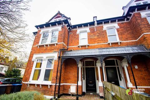 Studio to rent - Moreton Road, South Croydon