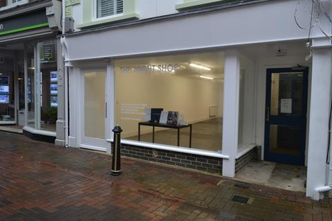 Retail property (high street) to rent - High Street, Cowes