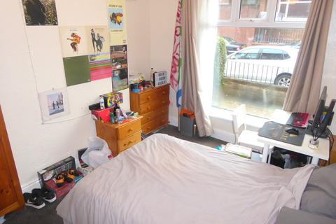 4 bedroom terraced house to rent - Langley Road, Fallowfield, Manchester