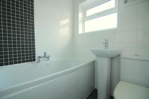 3 bedroom flat to rent - Elm Avenue, Caddington, Bedfordshire, LU1 4HS