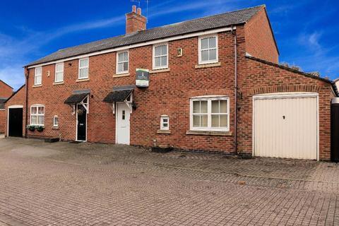 3 bedroom semi-detached house to rent - Longdown Mews, Aylesbury, Buckinghamshire, HP19 7GW