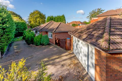 3 bedroom detached bungalow for sale - Quarry Hill, Wilnecote, Tamworth, B77 5BW