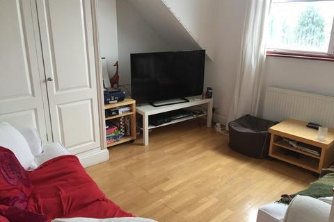 2 bedroom flat - Longley Rd SW17