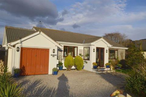3 bedroom bungalow for sale - Mor-Awel, 21, Ffordd Corsen, Fairbourne, Gwynedd, LL38