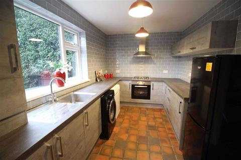 3 bedroom semi-detached house to rent - Winterburn Avenue, Chorlton