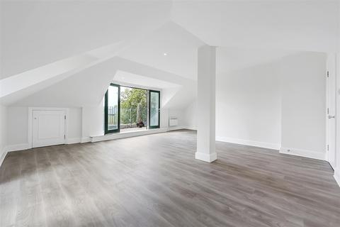 2 bedroom flat for sale - Chiswick Court, Chiswick, W4