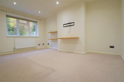 2 bedroom flat to rent - Madeira Avenue, Bromley