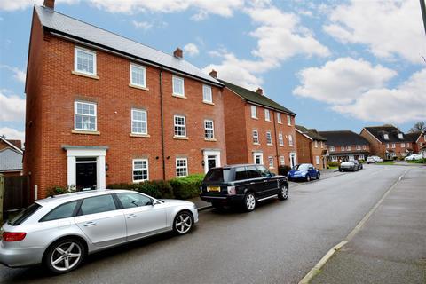 5 bedroom semi-detached house to rent - Newman Road, Horley