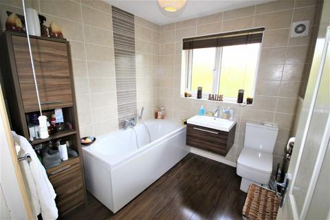 4 bedroom end of terrace house for sale - Clover Park, Woodhall Park, Swindon