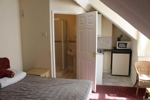 1 bedroom house share to rent - County Road, Swindon