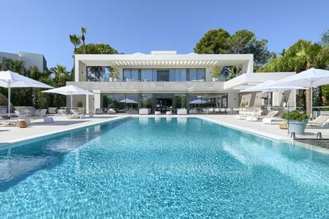 9 bedroom villa - Las Brisas, Marbella, Malaga